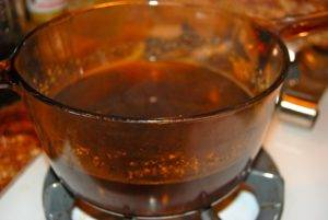 100 граммов осины заливаются литром горячей воды и кипятятся на маленьком огне около 10 — 15 минут, смесь остужается и процеживается, который пьется по стакану в день перед едой
