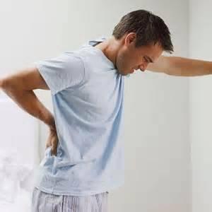 В списке стандартных признаков, которыми сопровождается «предстательный» воспалительный процесс, значатся боли в разных отделах нижней части тела, в том числе в пояснице