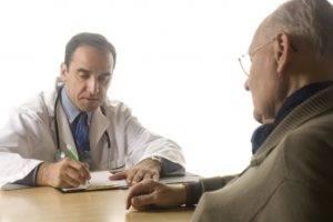 У пациентов старше 50 лет может развиться аденома предстательной железы.