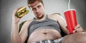 Лишний вес и злоупотребление вредными продуктами увеличивают риск развития аденомы простаты