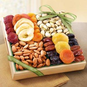 Сухофрукты и орехи для мужчины очень полезны