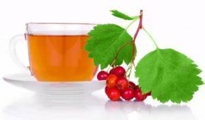 Настой из боярышника можно добавлять в чаи и соки