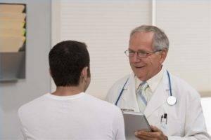 После операции врач назначает медикаментозное лечение